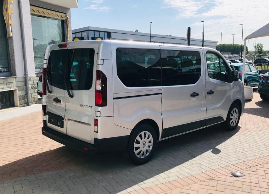 Renault Trafic 7 Posti a Noleggio esterno 5