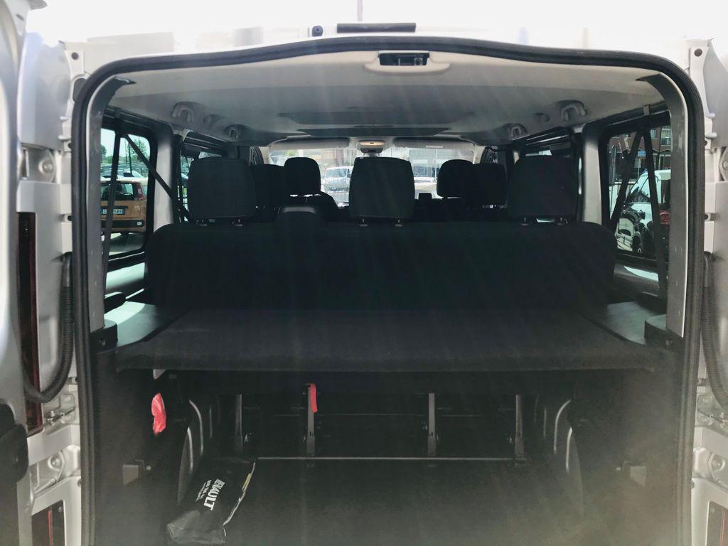 Renault Trafic 7 Posti a Noleggio interni 3