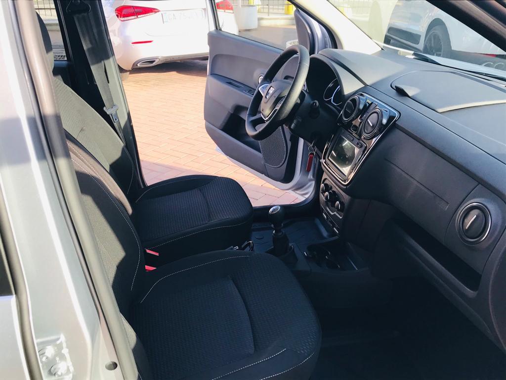 Dacia 7 Posti a Noleggio Interni 1