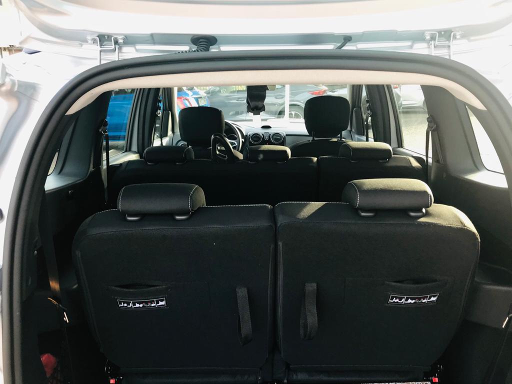 Dacia 7 Posti a Noleggio Interni 2